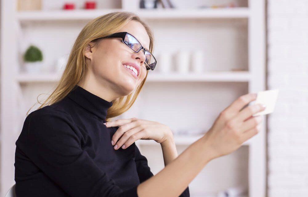 Entenda a importância do cartão de visita para uma revendedora