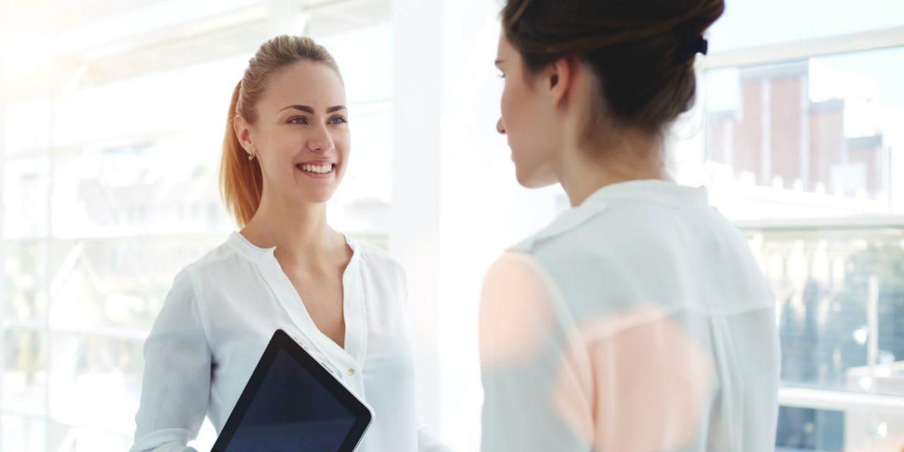 Revender produtos no trabalho: como fazer sem levar advertências?